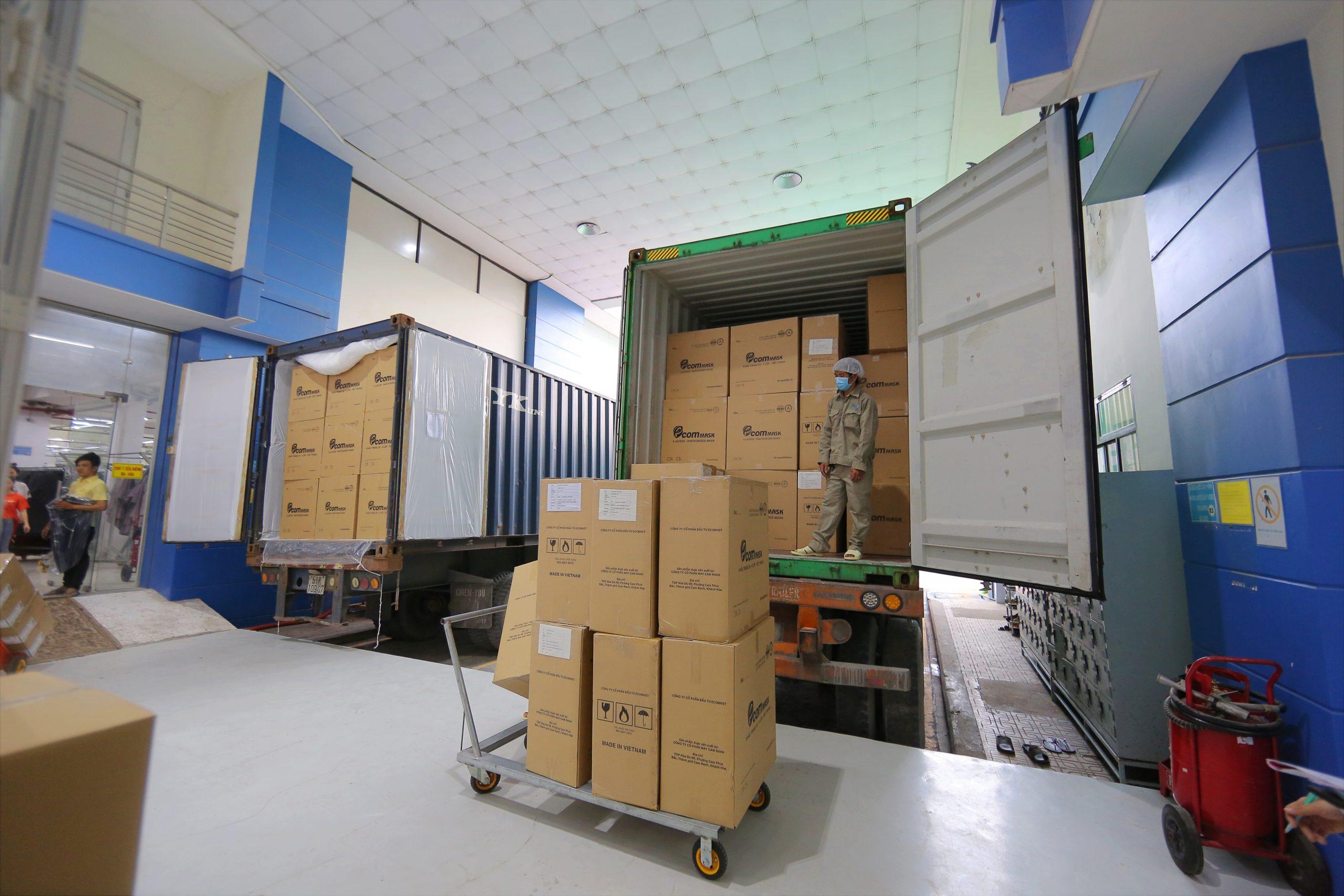 Vận chuyển khẩu trang y tế 4 lớp